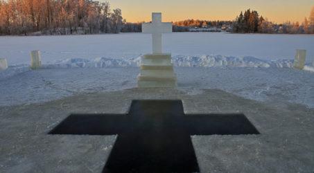 МЧС России и органы местного самоуправления готовятся к зимним купаниям